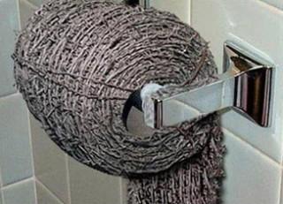 Carta igienica fatta di filo spinato