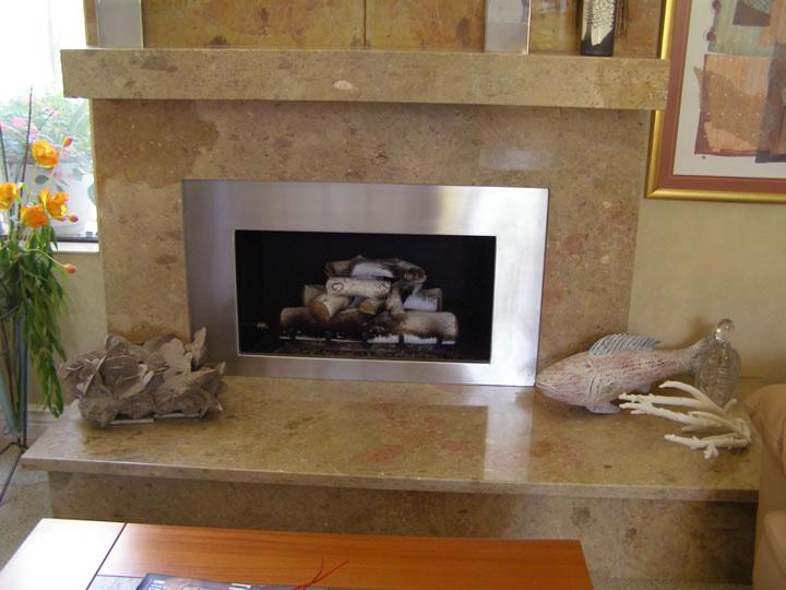 Il rivestimento per camini e caminetti in marmo