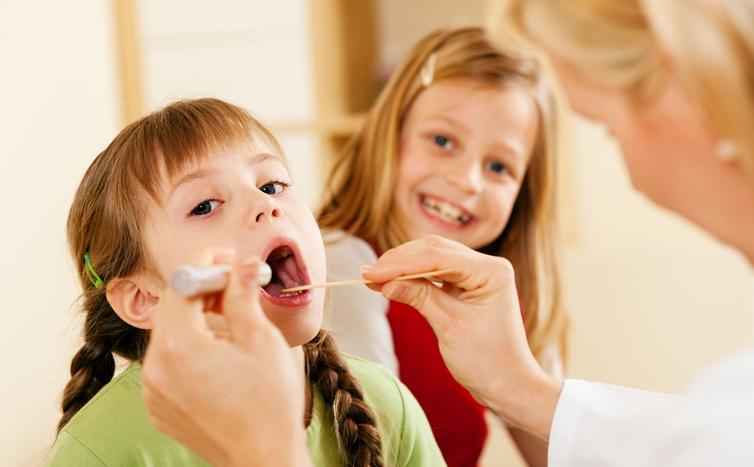 Pediatra con due bambine