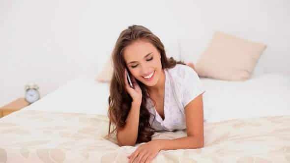 operatrice telefono erotico sul letto